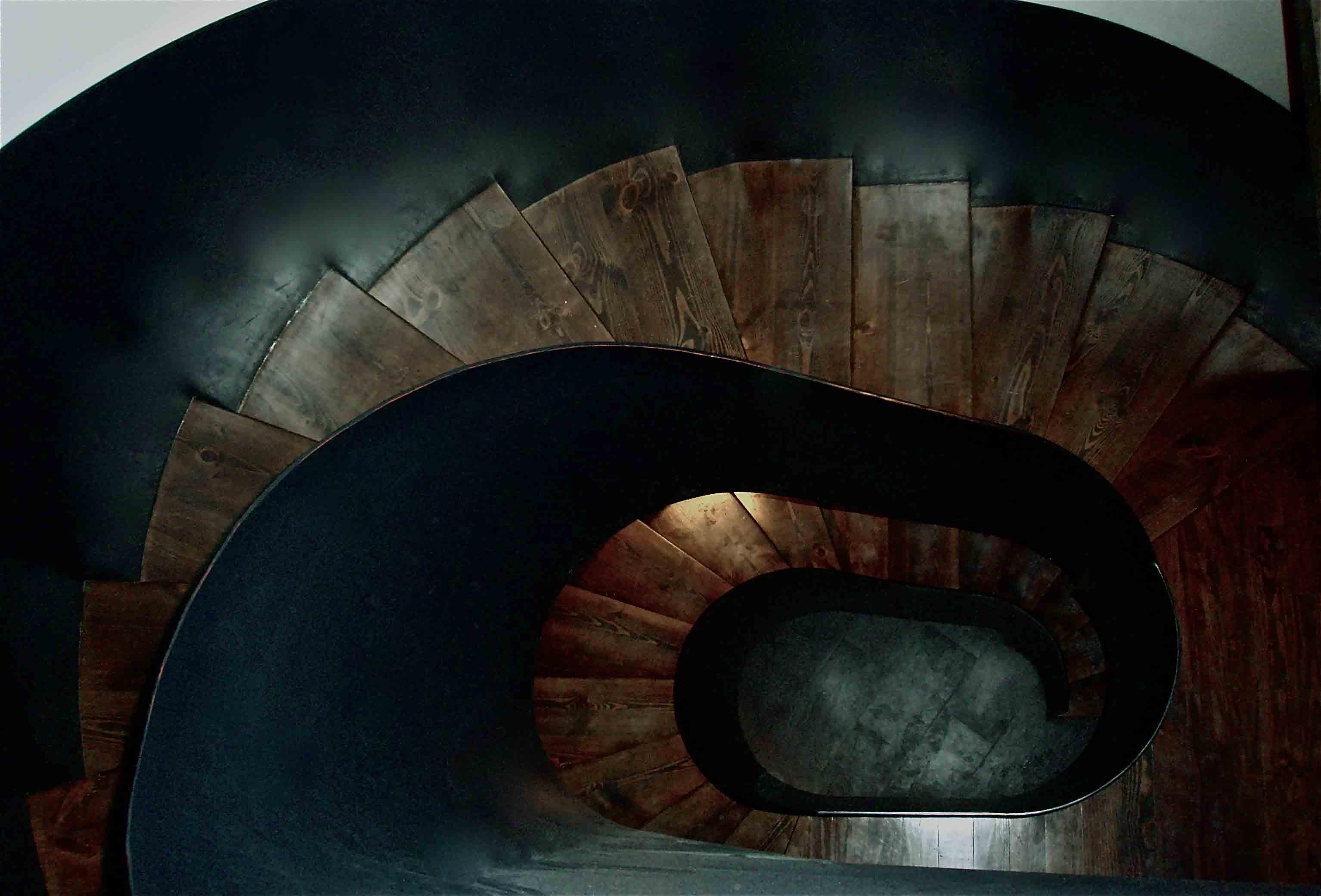 casa-puig-escalera